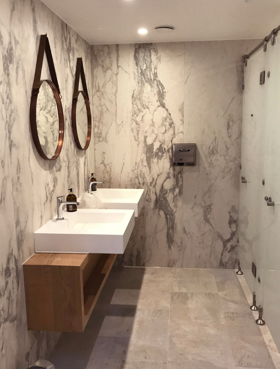 spadesign–interiordesign-silverlakespa-marbleshowers