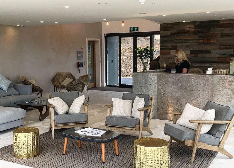 spadesign–interiordesign-silverlakespa-relaxlounge